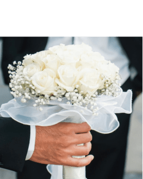 זר כלה ורדים לבנים עם גיבסנית מסביב