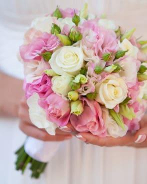 ורדים לבנים ליזיינטוס ורוד